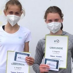 Rebeka Svabikova und Carina Wilhelmi